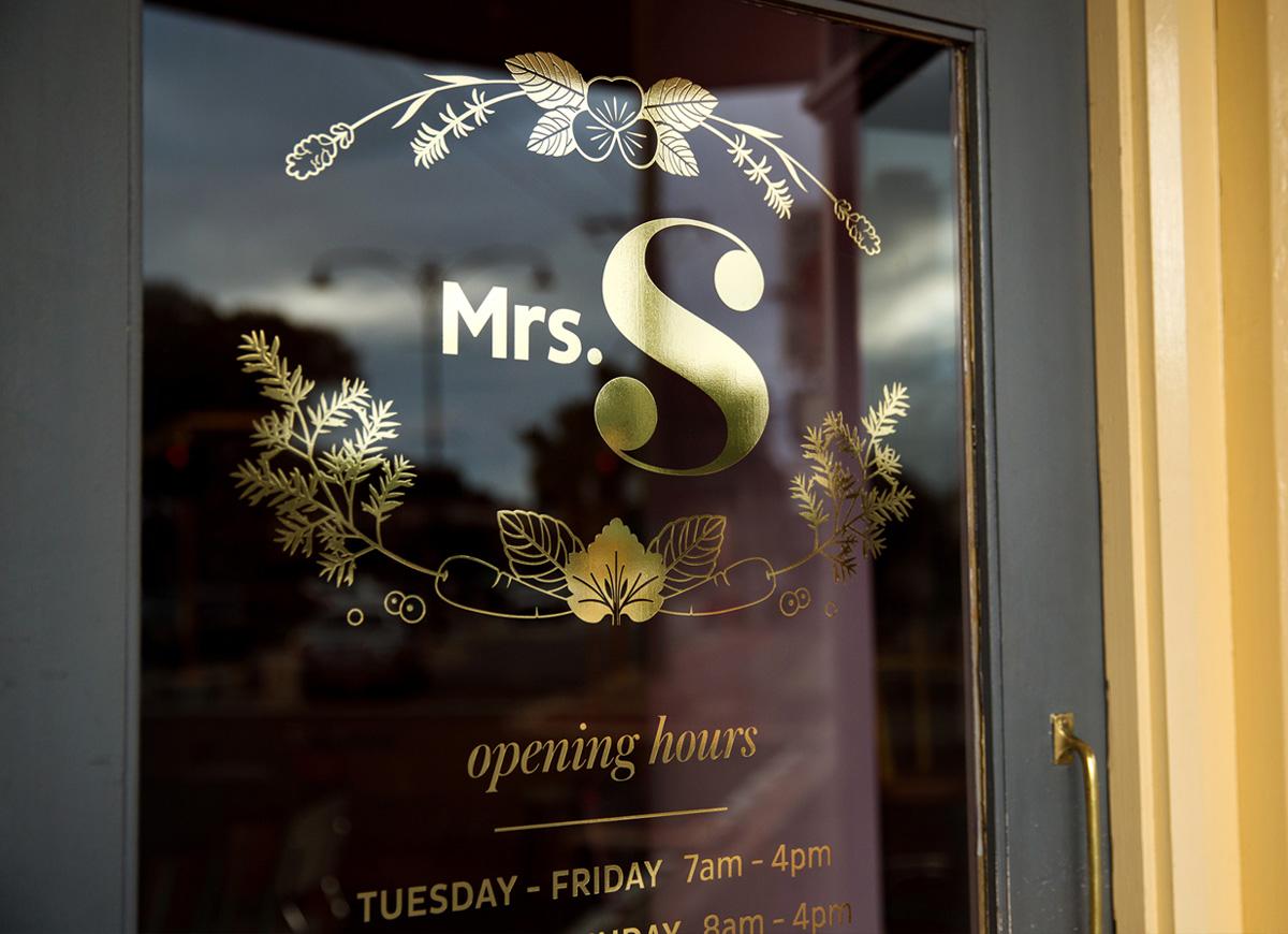Mrs S Gold Door Signage